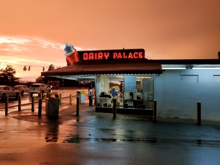 Photo of Parker's Dairy Palace at night