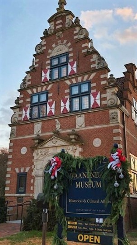 Photo of the Zwaanendael Museum decked out for the holidays by the Sussex Gardeners