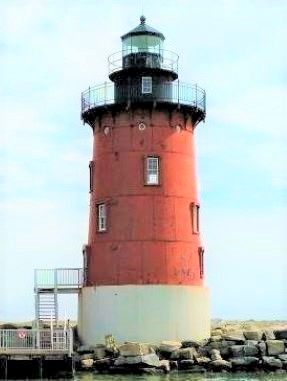 Photo of the Delaware Breakwater East End Lighthouse before painting