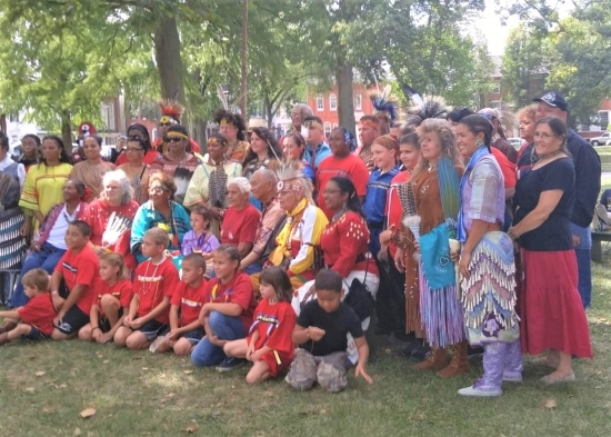 Photo of members of the Lenapé Indian Tribe of Delaware