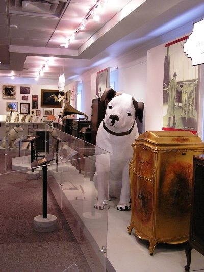 Photo of displays at the Johnson Victrola Museum